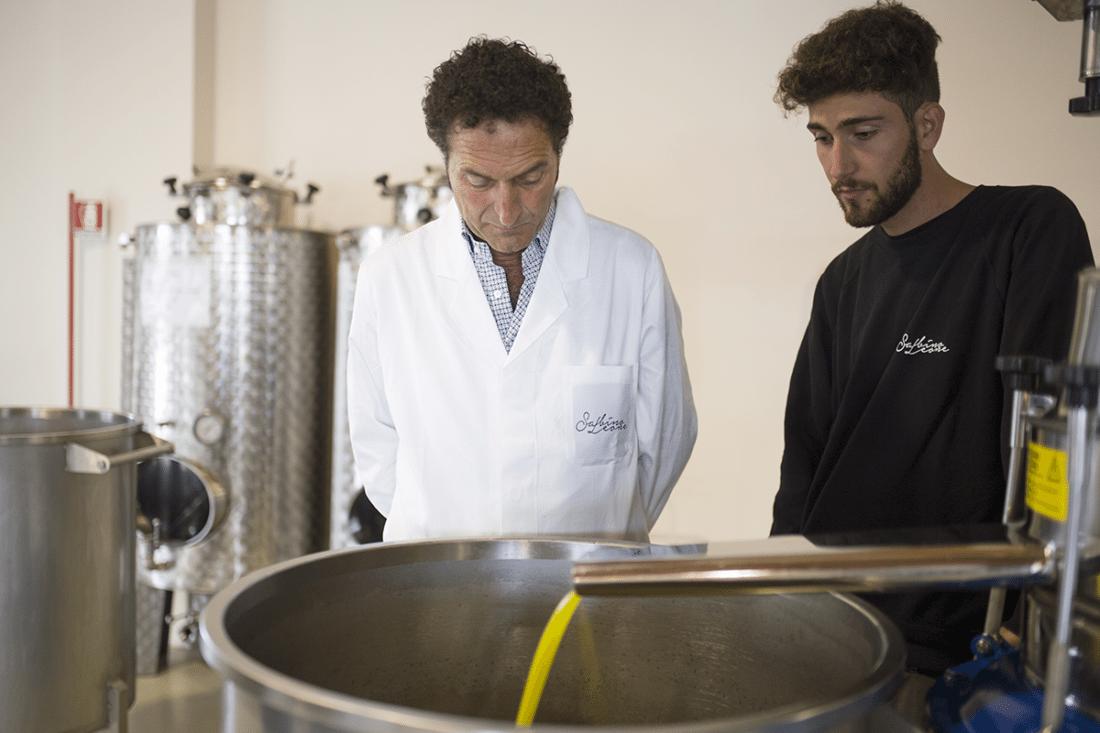 riconoscere un olio extra vergine di qualità: Sabino e Nino Leone